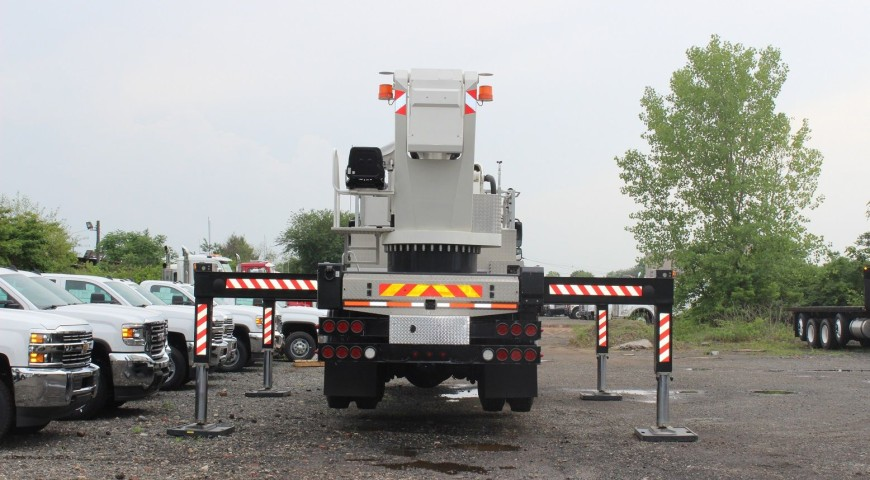Both-sides-2-compressor-870x480 Bucket Truck A - 150'