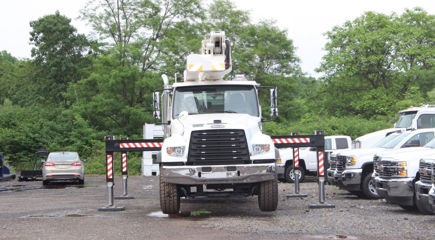 Both-sides-3-compressor-870x480 Bucket Truck A - 150'